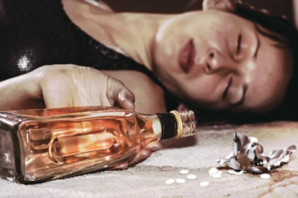 El alcoholismo o la dependencia de las bebidas alcohólicas esto